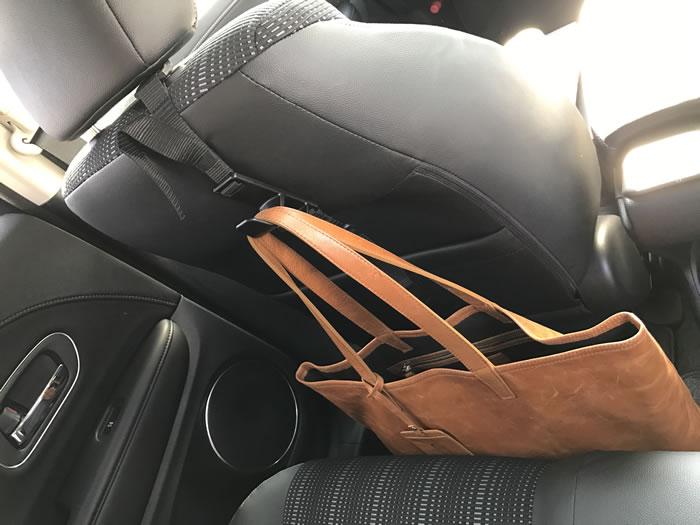 フックを後部座席に移動