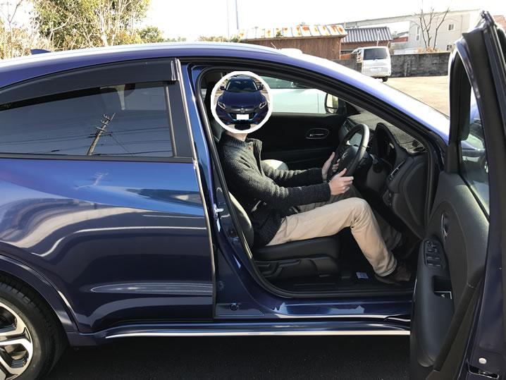 身長183cmがヴェゼルの運転席に