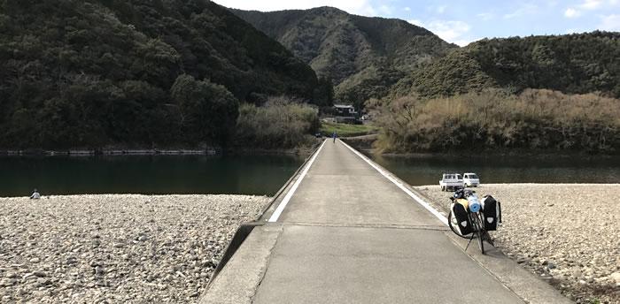 高瀬沈下橋と自転車