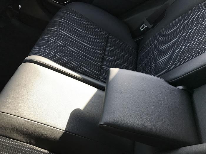 ヴェゼルの後部座席の肘置き